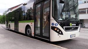 Av rent praktiska skäl bör den främre delen av Nobinas stadsbussar vara förbehållet de äldre passagerarna – varje sig man är rörelsehindrad eller ej, skriver signaturen