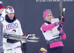 Marit Björgen hade ingen chans mot Therese Johaug i norska premiären.
