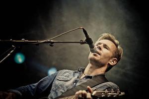 Björn Rosenström. Minns spelningar i Gävle på Tre & Co i slutet av 90-talet och senast på Sun City/Heartbreak 1997.