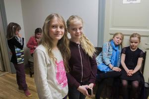 Lisa Lombard och Josefin Sundström är två av de 59 lokala barn som har ansökt om att få vara med i den danska storfilmen.