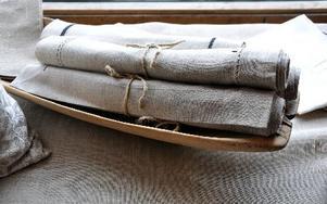 Textilier kommer från Elsie Karlssons Linstuga.