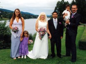 I Torpshammars kyrka vigdes den 6 augusti Linda Pålsson och Jonny Engman, Torpshammar. Marskalk var Roger Sundholm och tärna Katrin Mattsson. Brudnäbbar var parets barn Julina och Jonathan.