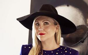 Anna Karin Karlsson designar solglasögon som bland andra världsstjärnor vill bära.