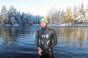 Lite frusen och välbehållen kunde sportchefen kliva upp efter att ha simmat en provtur vid startplatsen.