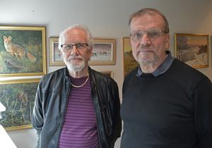 Kjell Strömsmoen deltog på naturmålarnas premiärutställning för tolv år sedan och  tyckte det passade bra att även delta på finalutställningen. Anders Eklund har istället deltagit alla tolv gånger.