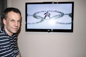 Naturligtvis blir det en hel del backhoppning på Staffan Tällbergs tv såhär i OS-tider. Men han gillar ishockey och längdskidor också.