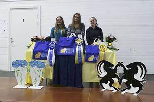 Pallen i rakbana1:a Henny Nilsson med Grand Champion Lilla Lycka 2:a Emma Jonasson med Grenens Great Champion Destined For Stardom 3:a Julia Bergstrand med Fortunas Great Champion Amalthea.