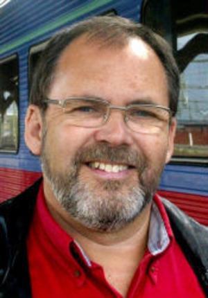 Lars Lindén (kd) höll på att få sitt hus nedbränt när flyktingfrågan var på tapeten för 15 år sedan.