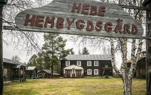 Hede hemvygdsgård är ett populärt ställe att fika på. Den ligger efter väg 84 som går tvärs igenom Härjedalen.
