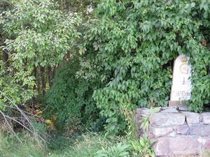 En avrättningsplats ska ha legat mellan Willys på Norra Kungsgatan och Travbanan, ungefär vid vägen där det i dag finns en milstolpe.