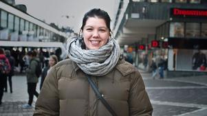 Emelie Jansson, 28, operatör, Grusåsen: – Träffa en partner, som varje år! Ta tag i vissa saker man glömt under 2015.
