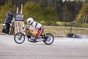 En av de snabbaste mopederna för dagen nådde 143 kilometer i timmen.