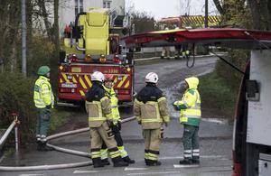 Räddningstjänst och ambulanspersonal på plats  utanför Malmö på skärtorsdagen.