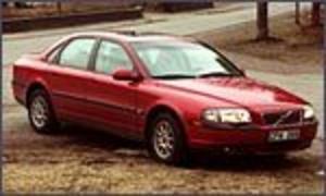 Foto: OLLE HILDINGSSON Håller stilen.  Även om nyhetens behag försvunnit är Volvo S80 en rasande tilltalade bil även sedd utifrån.