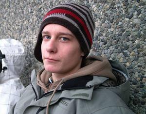 Linus Nilsson, 16 år, Stockholm.– Jag brukar inte ge några nyårslöften. Men jag lovar att jag ska vara snällare mot min lillebror, Kasper, om han går och klipper sig.
