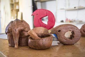 De här skulpturerna  har systrarna Altaweel gjort.