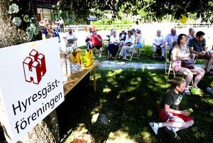 Trivdes i skuggan. Hyresgästföreningen samlade sina medlemmar till familjefest på lördagen.