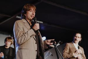 Kompositör, bandledare och pianist. Jan Lundgren fick för en kväll samla sin gamla trio, tillsammans med vokalisten Viktoria Tolstoy och munspelaren Filip Jers.