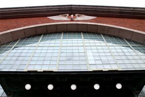 Södra stations modernistiska glaspartier.   Foto: Ur boken