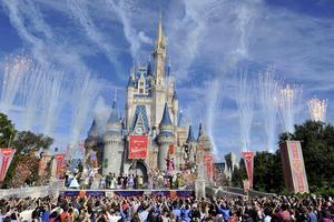 Disneys nöjesparker lockar mängder av människor, världen över.