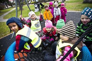 Kul i parken har barnen från Bofinkens förskola och Solrosbackens barnstuga.