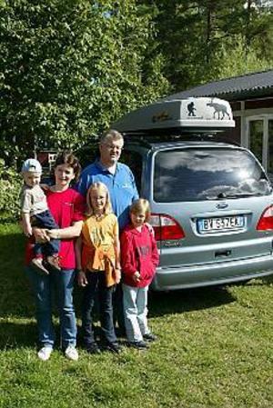 Foto: LASSE HALVARSSON Gillar Sverige. Familjen Geier från norra Italien har besökt Skandinavien flera gånger sedan 1987. Även om det är bekvämt att åka till andra euro-länder där det är lätt att jämföra priser så är det inget större problem för Simon, ett år, mamma Evi, Kathrin, elva år, pappa Robert och Susanne, åtta år att handla med kronor.