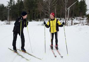 Det är en stor fördel att ha en jämnbra träningskompis tycker Vasaloppsveteranerna Sven-Erik och Gunnar.