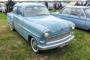 En 60 år gammal Opel Rekord, som hämtad från min barndom. 1956 års modell.