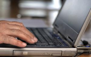 Tillgång till bredband med snabb uppkoppling har utlovats, skribenten väntar på att löftet ska infrias.