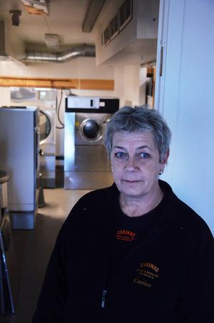 Carina Subäck i tvätteriet.