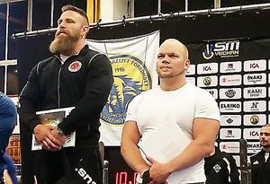Tommy Krantz, till höger, tog SM-brons i bänkpress. Segrande Erik Gyllenhammar, Gävle, stod i en klass för sig i 83-kilsoklassen i Norrköping.