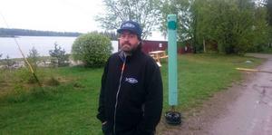 Fredrik Landfors hjälpte tre fiskare i sjönöd.