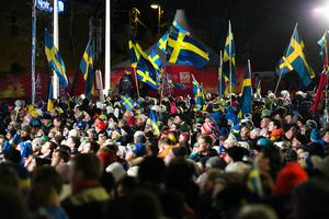 De blågula fanorna vajade på Stora Torget.