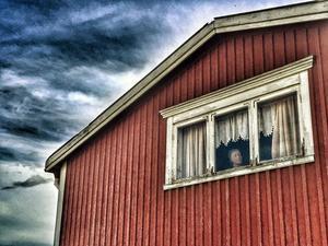 November: Ensam med sin längtan. Vindsvåning i Oviken.