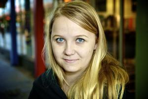 Beatrice Wester, 17 år, student, Säter– Ja absolut. För att hänga med och veta vad kompisarnas skämt handlar om å så. Det kan ju vara något de skrivit om på Facebook.