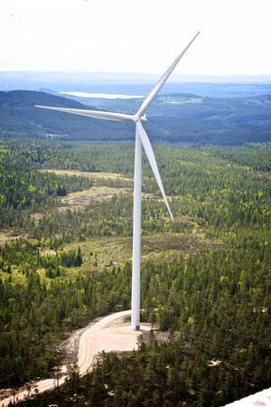 Vindkraftverken på Korpfjället syns milsvida omkring i området.