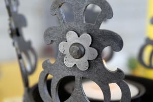 Detalj av kronan, som tillverkas av en smidesverkstad i Leksand.