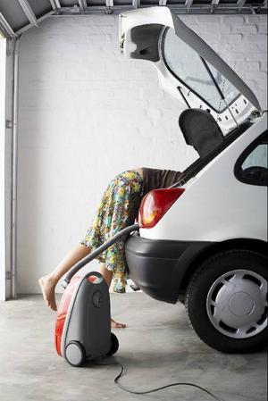 Dags att ta i med hårdhandskarna och få bilen fit for fight inför sommaren.Foto: Scanpix