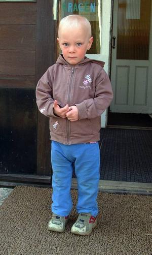 Så här stor är hon i dag, Isabell Grein, som när hon föddes för två och ett halvt år sedan vägde lika mycket som ett smörpaket och kom till världen 16 veckor/fyra månader för tidigt.Foto: Ingvar Ericsson