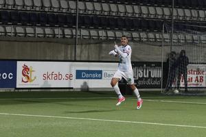 Deniz Hümmet jublar efter att ha gjort mål mot Helsingborg förra säsongen.
