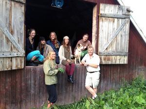 Katie Fransson, Ida Nilsson, Volter Hagman, Amandha Hjalmarsson, Elise Hauksson, Erik Wennergren, Jörgen Andersson samt Jörgens hund är några av arrangörerna. Foto: Lilian Alterskjaer