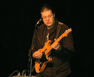 Stor artist. Musikern Jojje Wadenius har spelat med de stora musikerna och artisterna i världen. Listan över hans musik och framträdanden hemma och internationellt kan göras mycket lång. Foto: BERNDT NORBERG