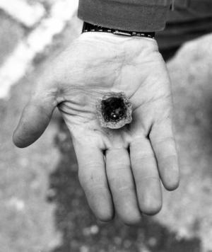 Ett av föremålen som hittades 1987. En kvicksilverkula som förmodligen användes vid förgyllningsarbeten.