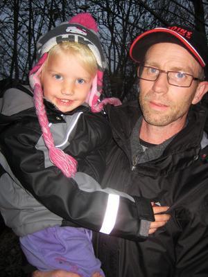 Sören Brodin är orolig för att den aggressiva vargen ska attackera dottern Adina, 3 år.