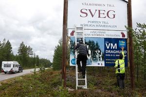 Niklas Andersson och Niklas Ohlson har sett till att alla som kommer till Sveg nu ser att det är ett VM i antågande till Sveg