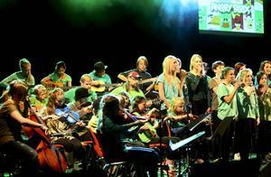 Musik från tevespel som Tetris, Angry Birds och Supermario framfördes av eleverna i kulturskolan.