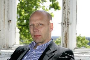 Får tungt ansvar. Johan Rasmussen har hittills varit skolområdeschef i Bomhus. Nu klättrar han och blir produktionsstödschef för hela barn- och ungdomsförvaltningen.Foto: Britt Mattsson