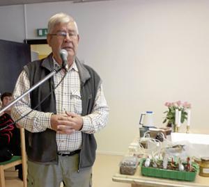 Hobbyodlaren Jan Daugard Petersen föreläste vid SPF Skinnarbygds senaste möte.