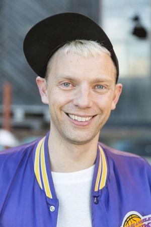 Regissören Mattias Brunn återkommer ofta till maskulinitet, normer och kön.  Foto: Mattias Skoog