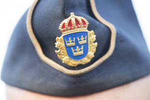 """När det handlar om att få ett tryggt och säkert samhälle så kanske det inte räcker med att """"bara"""" tänka på fler poliser, skriver Britt Rinnan. Foto: Fredrik Sandberg/TT"""